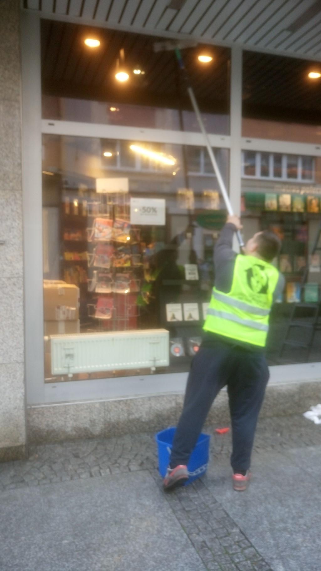 Mycie witryn sklepowych - Lewkorp Legnica